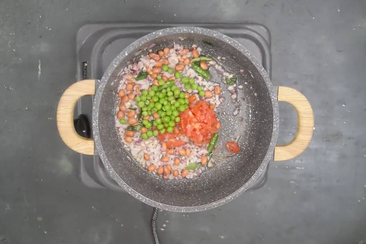 Tomato and peas added in the pan.