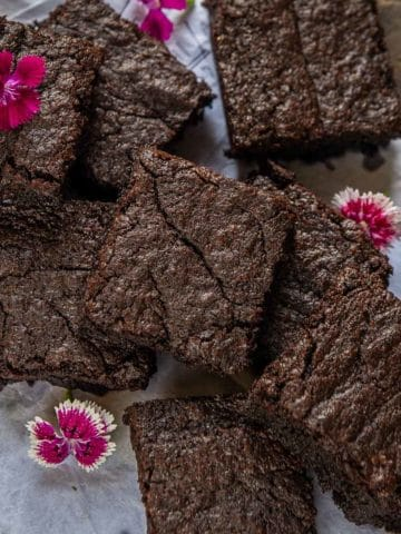 This easy Nutella Brownies Recipe, as the name reveals, combines the best of both the worlds, fudgy chewy brownies, and Nutella. Slightly crunchy on the top and gooey in the center, these come together in under 30 minutes from start to finish.