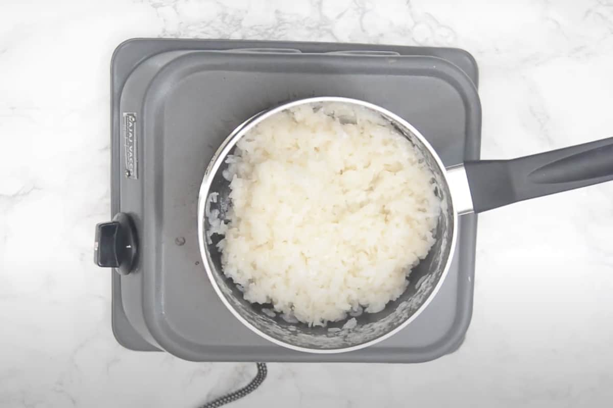Cooked sticky rice.
