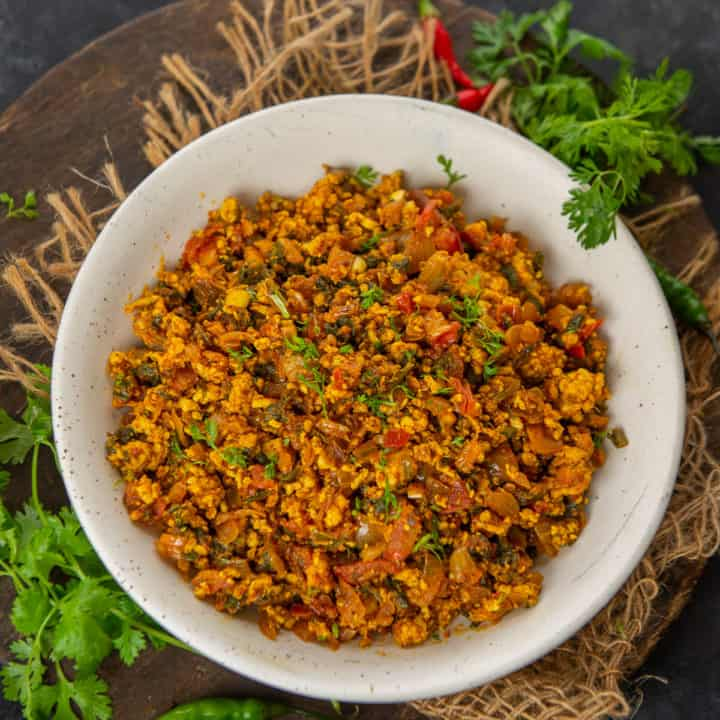 Full of Protein and Iron, this Palak Paneer Bhurji is perfect to serve for your everyday meals or to pack in your Lunch Box. Here is how to make it.
