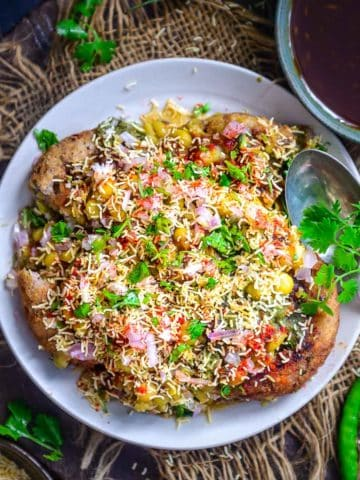 Ragda Pattice is a popular Indian street food where crispy potato patties are topped with white peas curry, chutneys, onion, and sev. It is very popular in the states of Gujarat and Maharashtra and is vegan too.