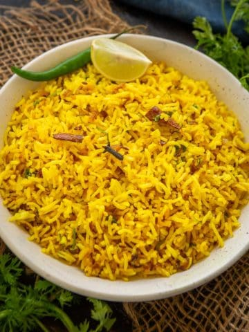 Looking to make a delicious side for the curries? Try this simple 20 minutes golden turmeric rice. Make it using basmati, brown, or wild rice, it's going to taste awesome always!