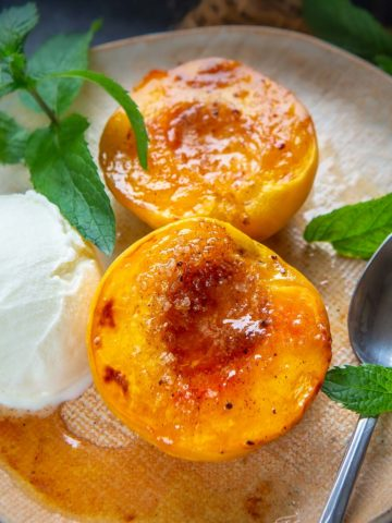 Make these warm and juicy baked peaches for a healthy summer dessert. It's made using pantry staples and the prep can be done in just 5 minutes.