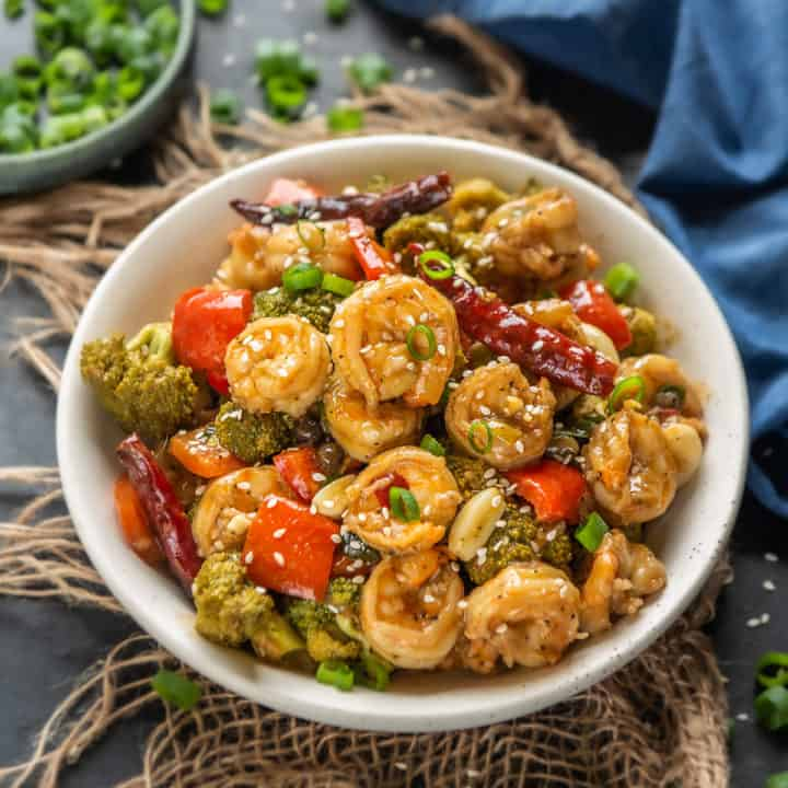Hot & Spicy, this Chinese style Hunan shrimp is a perfect dish to make for a quick weeknight dinner.