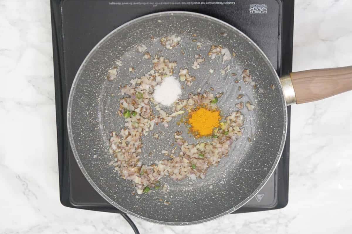 Salt and turmeric powder added to the pan.