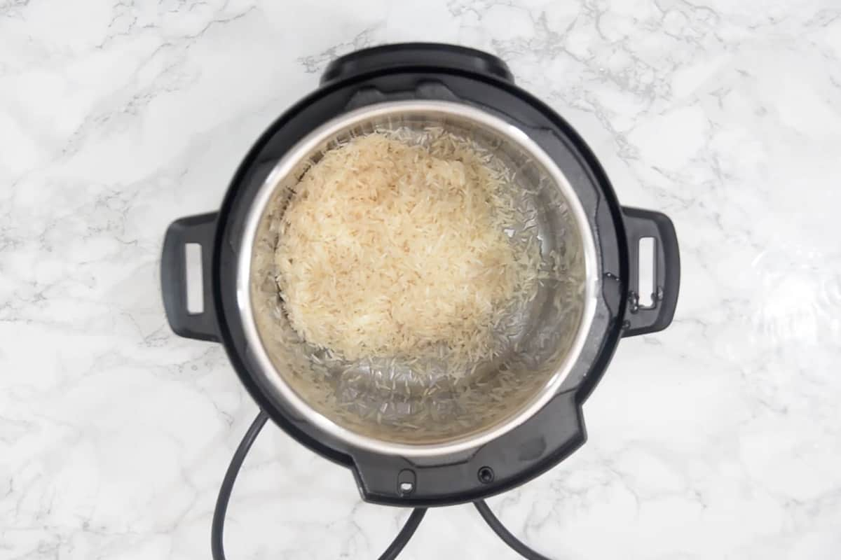Washed rice added in Instant Pot.