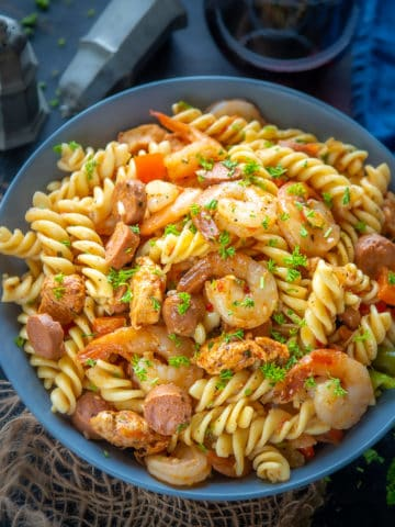 This one-pot and 20 minutes Cajun Jambalaya Pasta or Pastalaya is a great take on the classic Jambalaya. Try this Cheesecake Factory fame dish at home.