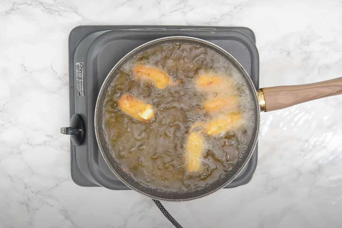 Pakora frying in oil.