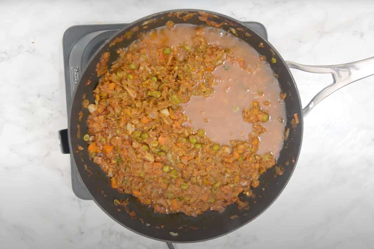 Mashed and mixed vegetables in the pan