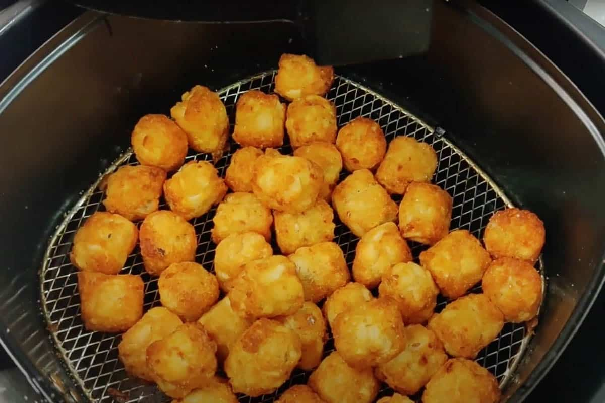 Ready air fryer tater tots.