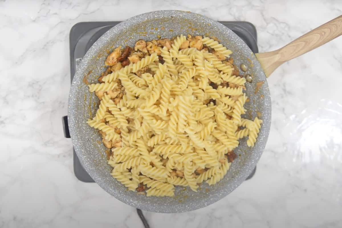 Cooked pasta added in the pan.