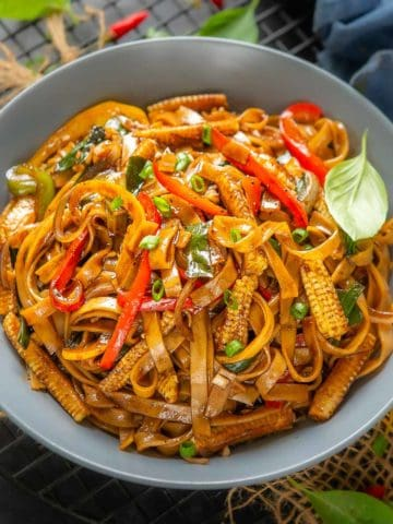 Make these easy, and quick Thai Drunken Noodles (Pad Kee Mao) in under 30 minutes for a delicious Asian dinner. These can be made vegetarian or with any meat of your choice.