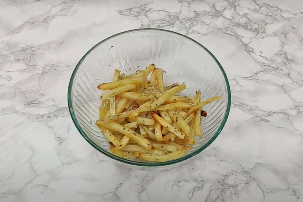 Fries tossed with evoo, red wine vinegar, oregano and salt.