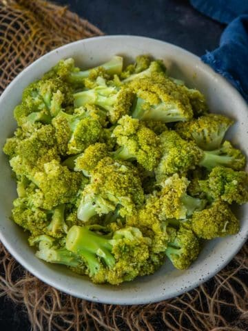 Make super easy 0 Minute Instant Pot Broccoli with perfect texture every time. This method is hands-free, no monitoring, and retains all the nutrients.