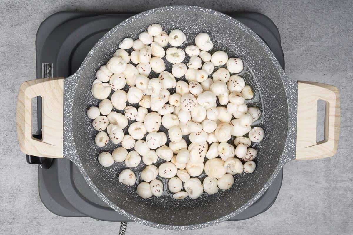 Roasted makhana in the pan.