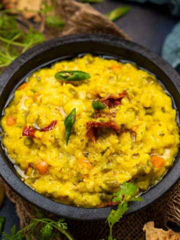 Daliya khichdi, also known as broken wheat khichdi or fada ni khichdi, is healthy Indian comfort food made using yellow lentils and broken wheat. Here is how to make it.
