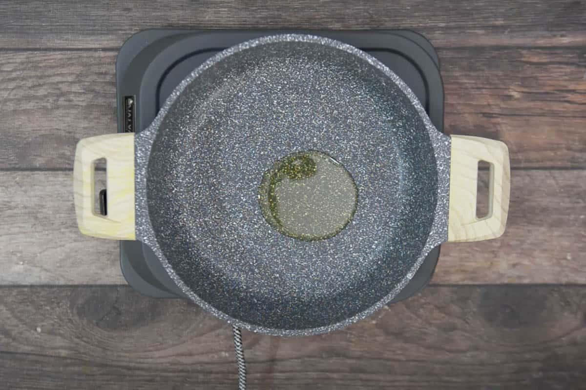 Oli heating in a pan.