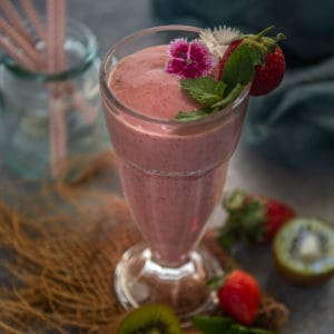 Try this 5-minute tropical Strawberry Kiwi Smoothie, which is a perfect breakfast for your busy summer mornings. It is healthy, quick, and creamy.