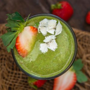 Try this simple and healthy 5-minute strawberry spinach smoothie, which will keep you full for a long time. This green smoothie can be served as a snack, breakfast, or dessert.
