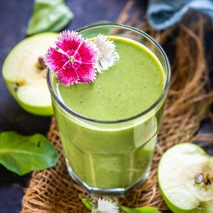 Make this detox apple spinach smoothie in just 5 minutes using simple ingredients. This green smoothie is made with no added sugar can be served for breakfast, post-workout, or evening snacks.