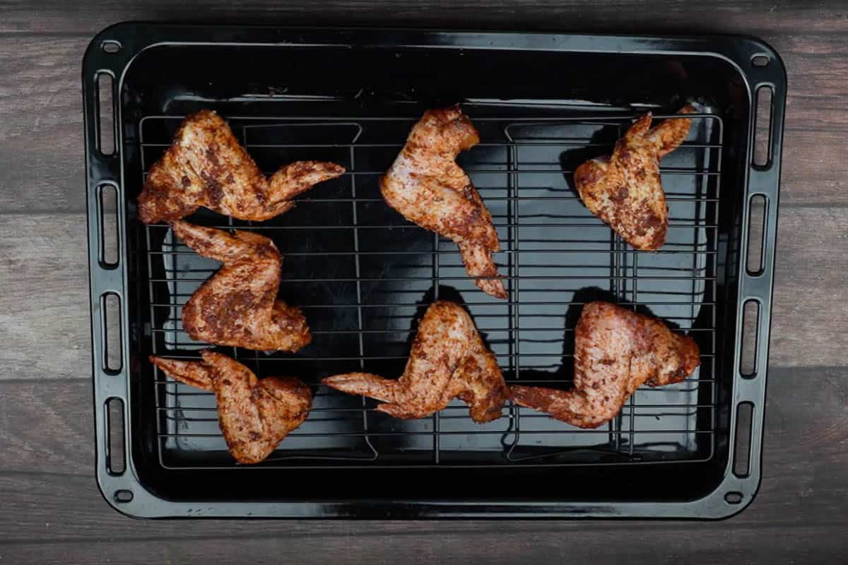 Chicken wings arranged on the baking tray.