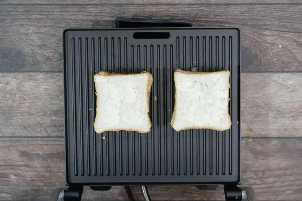 Sandwich kept on the griller.