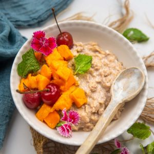 Egg white oatmeal is an easy high protein breakfast you can make for your busy mornings in under 10 minutes. It is thick, fluffy, and super filling.