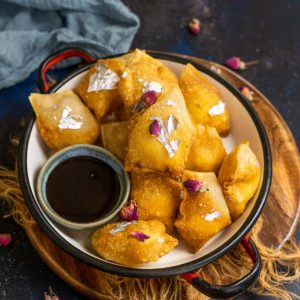 Kalakand Wontons is a delicious Indian fusion recipe that is perfect to make this festive season. Make it in just 10 minutes using store-bought or homemade kalakand and wonton sheets.
